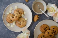 Sušienky so sezamom a bielou čokoládou - Akčné ženy Tahini, Pancakes, Cookies, Breakfast, Desserts, Food, Crack Crackers, Morning Coffee, Tailgate Desserts