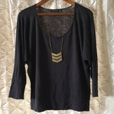 Alternative Apparel gray linen top L You're looking at a preloved Alternative Apparel top in size Large.  *Charcoal gray color *raw neckline *scoop neck *dolman sleeves *3/4 length sleeves *banded waist *100% linen  *preloved but in great shape. ❤️offers ❤️bundles for discounts PayPal trades Alternative Apparel Tops Tees - Long Sleeve