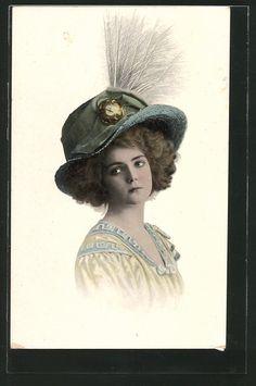 old postcard: AK junge Frau mit Federn am Hut