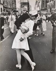 Iconic Times Square Kissing Couple From World War II