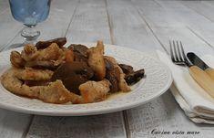 Il tacchino ai funghi nella slow cooker è un semplice secondo piatto: la lunga cottura nella slow cooker riesce a rendere la carne tenerissima e gustosa