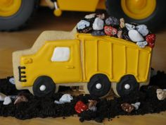 Dump Truck Cookies ~ Perfect for a construction party, the cookies come with edible (chocolate) rocks