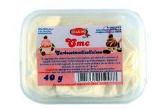 CMC - Carbossimetilcellulosa Gr. 40  La polvere CMC è un addensante molto usato nel settore alimentare.  Si aggiunge alla pasta di zucchero, per renderla più adatta alla creazione di soggetti tridimensionali.