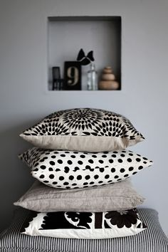 black and white patterned pillow cushions
