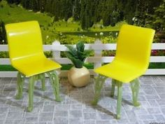 RARE-Plasco-YELLOW-GREEN-PATIO-CHAIRS-Vintage-Dollhouse-Furniture-Renwal-Ideal