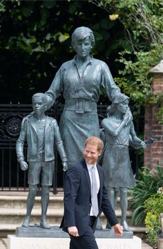 Prince Harry Pictures, Photos Of Prince, Lady Diana, Prince William And Harry, Prince Harry And Megan, Meghan Markle, Dianas Brother, Statues, Jars