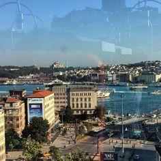 Karaköy'ün tam kalbinde aşırı sosyal bir otel; The Purl Hotel Karaköy. Kafesi, muhteşem boğaz manzaralı teras restoran ve barı, hatta istanbul'da nadir raslanan tasarımlı dublex odaları bu oteli farklı kılan özelliklerden birkaçı. Sevgili müdürü Tansel Hanım ise çok enerjik ve pozitif enerjisini tüm çevreye yayabilen, güneş gibi bir insan☺️☀️✌🏻☘️ @thepurlhotel 📞 0212-2497700 🏡…