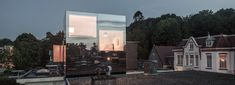 remco siebring's mirror mirror on a roof acts like a reflective tree house