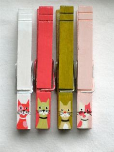 These hand painted #cat clothespins by SugarAndPaint are adorable. It'd be too hard to adopt just one. ^_^