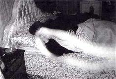 Fantasma na cama.