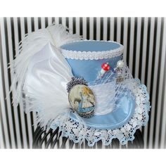 Alice Mini Top Hat, Alice in Wonderland, Mad Hatter Hat, Fascinator,... ❤ liked on Polyvore featuring accessories, hats, hair fascinators, tea party hats, miniature hats, top hat and mini hats