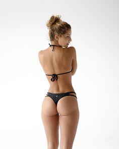 Saturday look  Manhattan bikini top x Manhattan classic strap bottom ✖️ shop www.BOUTINELA.com #boutinela #boutineLAbabe