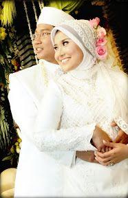 Unique Muslim Wedding and Unique Wedding Favors Bridal Hijab, Wedding Hijab, Wedding Ceremony, Arabic Wedding Dresses, Modest Wedding Dresses, Wedding Girl, Wedding Couples, Wedding 2015, Romantic Couples