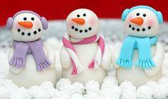 Tutoriels pour faire des personnages de Noël en pâte à sucre ou en pâte à modeler. Comment réaliser de supers personnages pour vos gâteaux en pâte à sucre