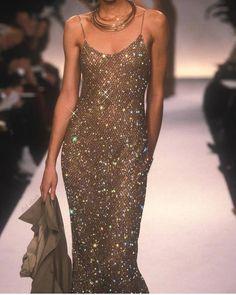 haute couture fashion Archives - Best Fashion Tips Haute Couture Style, Couture Mode, Couture Fashion, Couture Trends, 90s Fashion, Runway Fashion, High Fashion, Fashion Show, Vintage Fashion