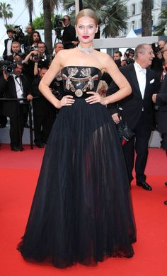 The German model wore a strapless paillette-embellished gown with tulle  skirt by Elie Saab and a diamond necklace to the premiere of Burning. da4270c34051