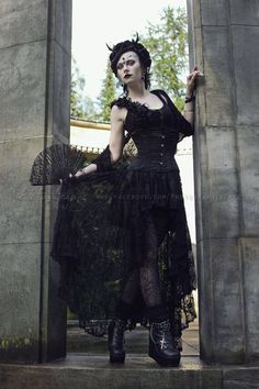 Model & styling: Vipers Doll Photo & edit: Estelle Photographie Headpiece & earrings: Nocturne Jewellery Welcome to Gothic and Amazing |www.gothicandamazing.org