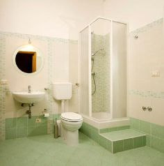 Aprende Cómo Decorar Baños Modernos Pequeños.  Aquí te presento algunas interesantes ideas de decoración para baños modernos pequeños, espero que gracias a ellas consigas tener en casa un cuarto de baño de tus sueños por muy pequeño que sea. Contenido1 ... Ver más aquí: https://disenodebanos.com/aprende-como-decorar-banos-modernos-pequenos/