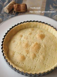 オリーブオイルでお手軽キッシュ生地 by 築山 紀子 / バター無し!材料これだけ、簡単サクサク♡生地の分量を何度も訂正して、ようやく自分が作りやすい生地になりました。おもてなしにお手軽です。 / Nadia Pie Crust Designs, Bread Recipes, Cooking Recipes, Cooking Bread, Savory Tart, Cafe Food, Food To Make, Sweets, Vegan