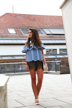 outfit-summer-lace-shorts-sarenza-sandals-chloe.drew-bag-rebeccaminkoff-off-shoulder-top