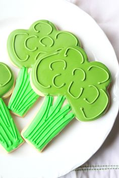 Munchkin Munchies: Eat More Veggies in 2013~Broccoli {cookies}