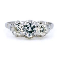 Binenbaum Antiques & Jewelry - This stunning row Mid-Century (1950-1970) ring feature ±0.95ct (F SI1) Old European Cut Diamonds crafted in Platinum. Materials: Diamond, Platinum. Size: 17.12 NL / 53.8 FR / 6¾ US / N UK, sizeable (within reason). Dimensions: H 0.50 x L 1.4 x W 0.70 cm.. Weight in grams: 2,9. Condition: Very good condition - slightly used with small signs of wear.