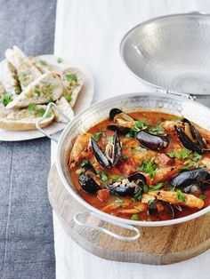 We love this seafood stew inspired by a Portuguese dish called cataplana. It's so delish and beautiful! (in Dutch)