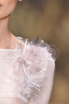 flowery fashion details // Laura Biagiotti vLaura Biagiotti at Milan Fashion Week Spring 2014 - Details Runway Photoschiffon et ribbons Plastic Flowers, Fabric Flowers, A Level Textiles, Transparent Flowers, Laura Biagiotti, Fashion Details, Fashion Design, Kanzashi, Body Adornment