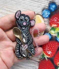 (99) Одноклассники Beaded Brooch, Crystal Brooch, Beaded Earrings, Bead Embroidery Jewelry, Beaded Embroidery, Brooches Handmade, Handmade Jewelry, Fancy Jewellery, Beaded Jewelry Designs