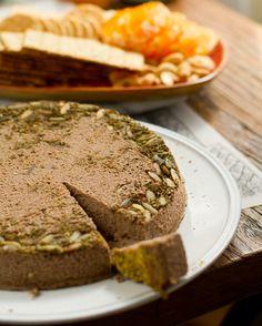 Herb-crusted peppercorn, lentil and walnut pâté Pate Recipes, Lentil Recipes, Raw Food Recipes, Great Recipes, Vegan Food, Healthy Food, Vegan Pate, Raw Pumpkin Seeds, Eat Lunch
