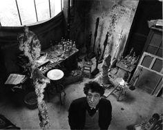 Alberto Giacometti dans son atelier, 1957. Robert Doisneau
