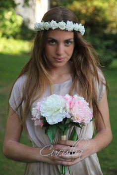 Corona de flores, de rosas blancas con perlas. Venus.corona de flores para el pelo, corona de flores,
