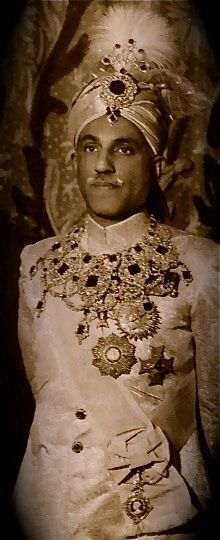 Nawab of Bahawalpur State. — in Bahawalpur. BY Rohit Sonkiya Queen Victoria Family Tree, Royal Jewelry, Jewellery, Royal Horse Artillery, Royal Indian, History Of India, Vintage India, Royal Clothing, Evolution Of Fashion