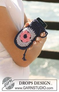 """DROPS bag and cellphone pocket in """"Paris"""" with crochet squares. ~ DROPS Design"""
