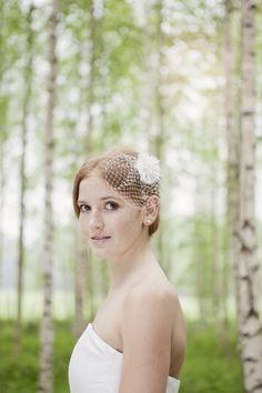 mini headpiece, schlichter kopfschmuck in elfenbein für die brautfrisur (Foto: Hanna Witte) (http://www.noni-mode.de)