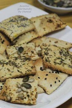 /crackers-apero-fait-maison 250 g de farine, 25 g de beurre, 13 cl de lait, 1cuil. à c. de miel, 2 cuil. à s. d'huile l'olive, herbes de Provence, graines (pavot, courge, lin, sésame…), 1/2 cuil. à c. de sel