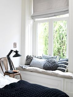 Window seats add charm and character to a home. I have two window seats at the front of my home. One is in the guest bedroom and the other one is in my home office. Today I have some inspiration and ideas to consider when styling your window seat. Small Living, Home And Living, Living Rooms, Home Bedroom, Bedroom Decor, Bedroom Nook, Garden Bedroom, Bedroom Signs, Bedroom Rustic