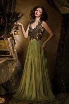 Glamour Fairy Tales- The Green Dress by Luciana Varga on Medium Short Hair, Medium Hair Styles, Glamorous Dresses, Beauty Portrait, Prom Dresses, Formal Dresses, Beautiful Models, Green Dress, Wedding Gowns