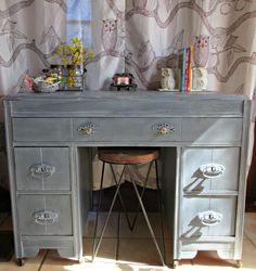 A Sweet Vanity #DIY #furniturepaint #paintedfurniture #homedecor #vanity #whitewax #hurricane #coolgrey #vintage #shabbychic - blog.countrychicpaint.com