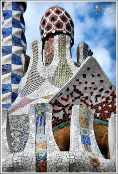 Parc Güell, Gaudi, Barcelona American Crafts by Robbie Dein Architecture Antique, Beautiful Architecture, Art And Architecture, Barcelona Architecture, Unusual Buildings, Amazing Buildings, Interesting Buildings, Modern Buildings, Gaudi Mosaic