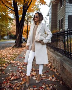 White Coat Outfit, White Outfits, Mode Outfits, Fashion Outfits, Womens Fashion, Fashion Clothes, Fashion Fashion, Denim Outfits, Fashion Ideas