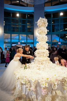 Chandler & Franklin's 6-foot cake! // Bob Bullock Texas State History Museum, Austin // Sylvia Weinstock Cakes // Jennifer Lindberg Weddings