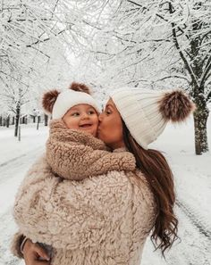 cute matching baby hats for winter Mama Baby, Mom And Baby, Baby Boys, Carters Baby, Cute Outfits For Kids, Cute Kids, Cute Babies, Trendy Kids, Mom Outfits