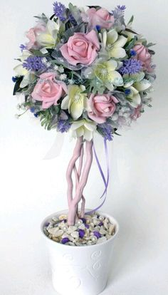 ... Topiary Centerpieces, Baby Shower Centerpieces, Rainbow Candy Buffet, Diy Craft Projects, Diy And Crafts, Flower Ball, Flower Boxes, Flower Making, Easter Crafts