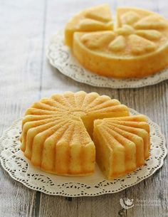 I'm sure everyone loves orange cake!This orange butter cake with yogurt is not only dense but soft, and full of orange fragrance, with a little hint of citrusy lemon. It's another quick and easy recipe to whip up for an afternoon tea, and is delicious without frosting. It can be baked in 2 small …