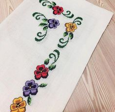 Beaded Cross Stitch, Cross Stitch Borders, Cross Stitch Patterns, Cross Stitch Tattoo, Free To Use Images, Hand Embroidery Stitches, Filet Crochet, Diy And Crafts, Tattoos