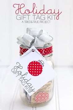 Need a gift that is inexpensive, quick, and practical? This Holiday Gift Tag Kit and Mason Jar is perfect for that busy friend or creative teenager in your life! #plumpicks #bakerstwine #washitape