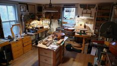 The Luthiers Workshop: January 2012