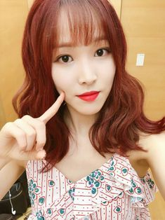 [PIC] 180715 from Kakao Talk Open Chatroom for Unexpected Q ( Broadcast to be on August ) South Korean Girls, Korean Girl Groups, Gfriend Yuju, G Friend, Avril Lavigne, Korean Celebrities, Kpop Girls, Girlfriends, Paper Background
