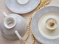 Royal Doulton Vintage Bridal Veil set of six soup dishes, saucers & side plates Wedding Gifts, Wedding Day, Table Wedding, Soup Dish, Soy Wax Melts, Side Plates, Vintage Bridal, Royal Doulton, Veil